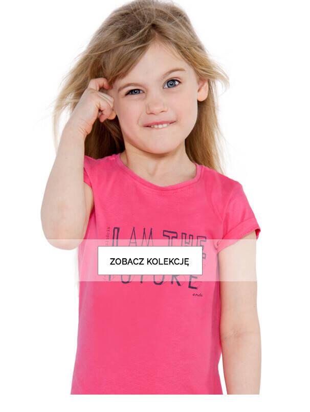 Dziewczynka w różowej koszulce z napisem I am the future.