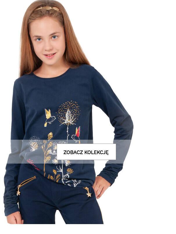 Baner z dziewczynką w granatowej koszulce.