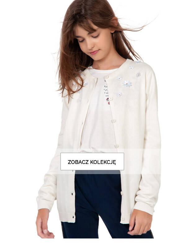 Baner z dziewczynką w jasnym swetrze.