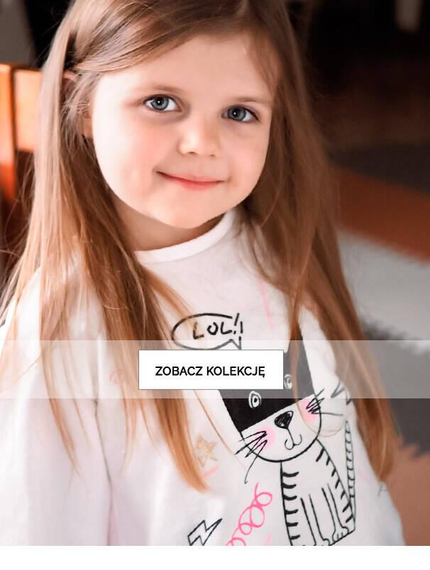 Baner listingowy z dziewczynką w bluzie.