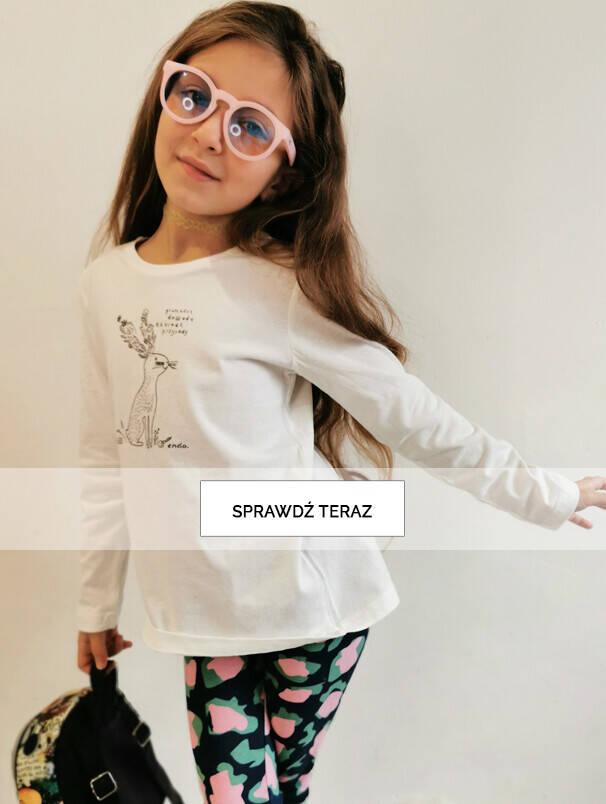 Dziewczynka w białej bluzce.