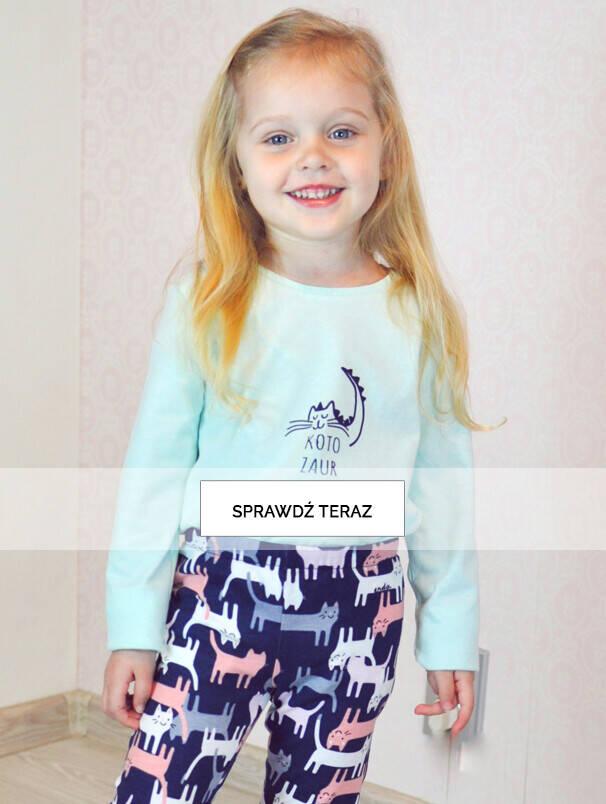 Baner z dziewczynką w miętowej bluzce.