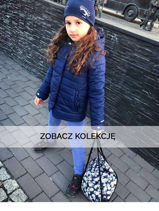 Baner z dziewczynką w granatowej kurtce wiosennej.