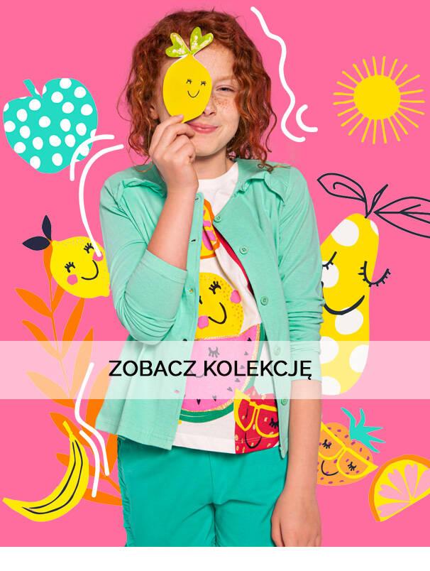 Dziewczynka w koszulce z owocowym motywem.