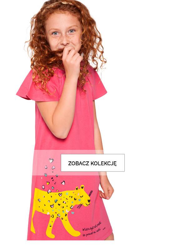 Baner z dziewczynką w malinowej sukience.