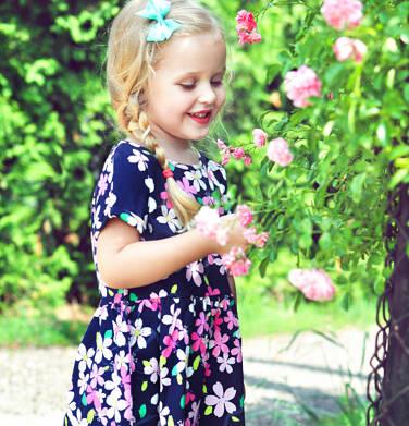 Endo - Sukienka z krótkim rękawem dla dziewczynki, granatowa w różowe kwiatki, 2-8 lat D06H008_1 10